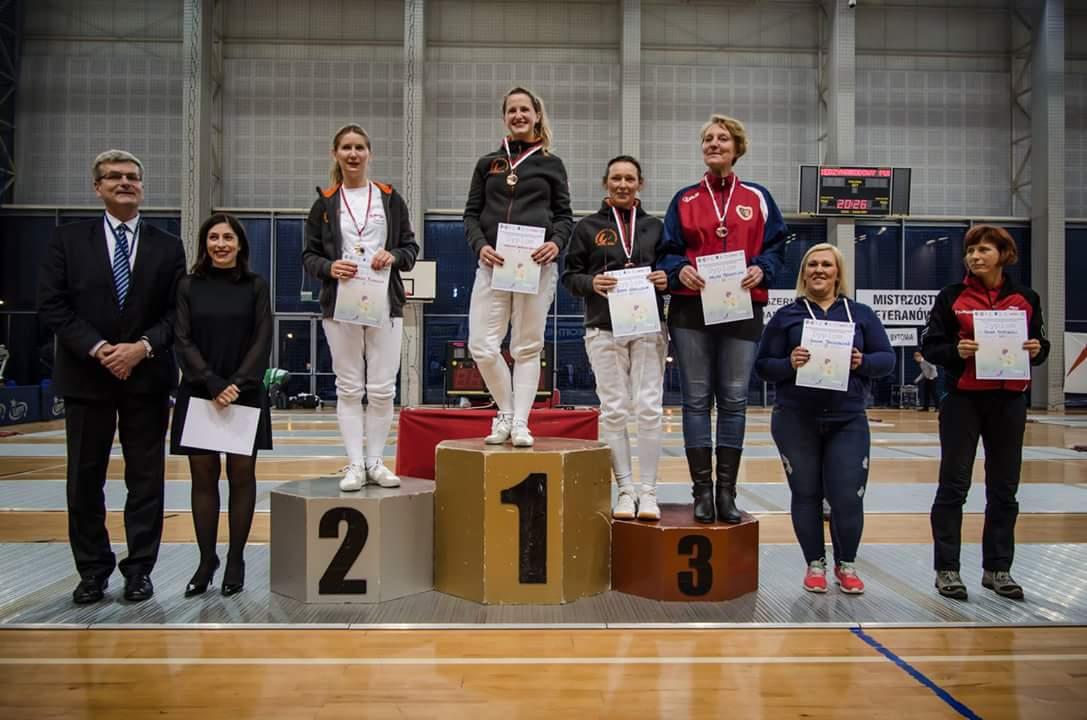 halina-trzesiok-podium-szermeirka